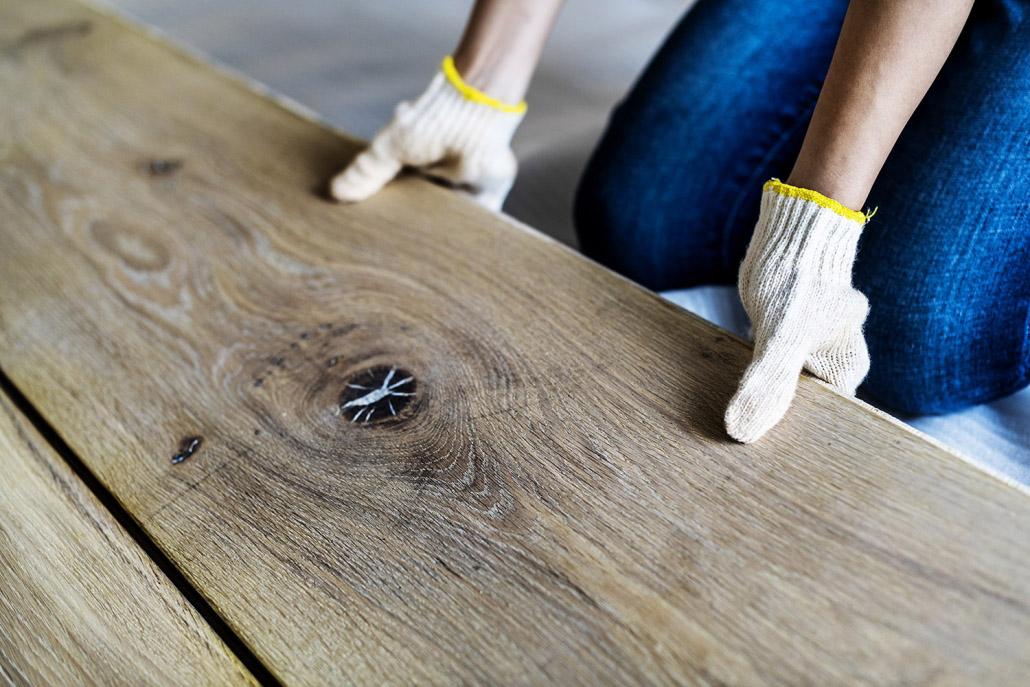 Holzfußboden verlegen