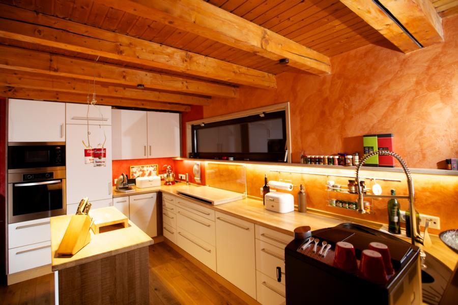 maßgenau eingebaute Küche