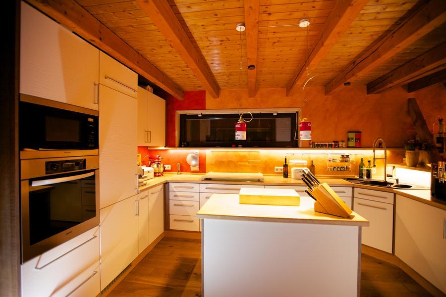 Küche in U-Form mit Mittelblock